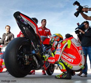 jpg/rossi-tests-valencia-2011.jpg