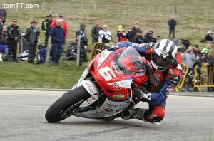 Michael Dunlop remporte le 1000 superstock